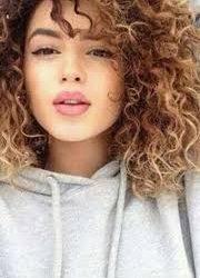 Kıvırcık saçlı escort güzeli Gamze