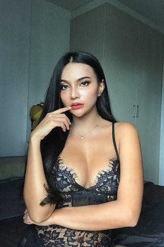 Niki tanışmanız ve sevişmeniz gereken bir Rus escort bayan